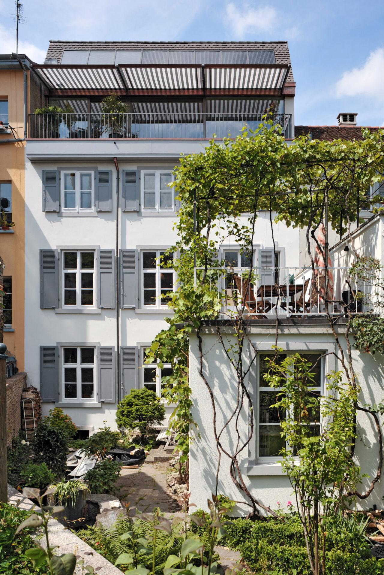 Hofansicht nach Umbau und Ausbau von Architekturbüro Forsberg in Basel
