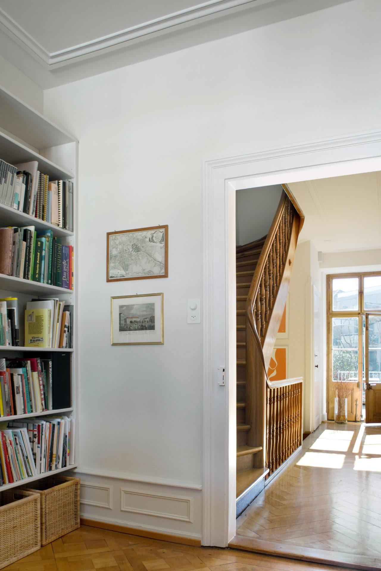 Bibliothek im 1.Obergeschoss nach Umbau und Ausbau von Architekturbüro Forsberg in Basel