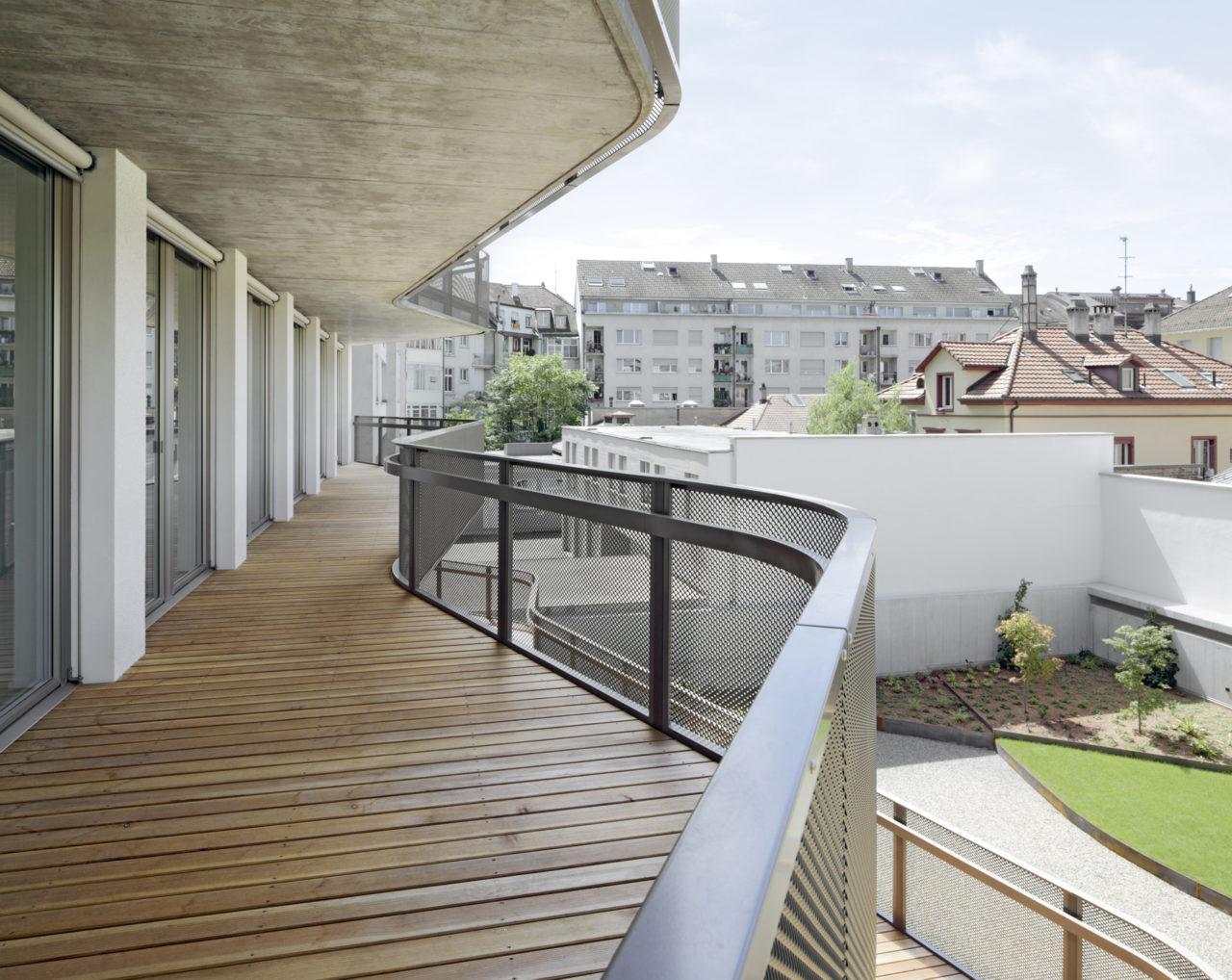 Hofseitige Balkone, Neubau Geschäftsstelle Schweizerisches Rotes Kreuz von Architekturbüro Forsberg in Basel mit Malin Lindholm