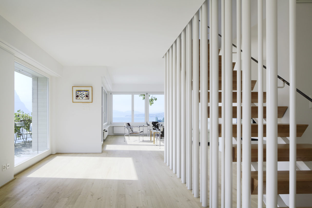Erdgeschoss mit neuer Treppe nach Umbau von Architekturbüro Forsberg in Basel