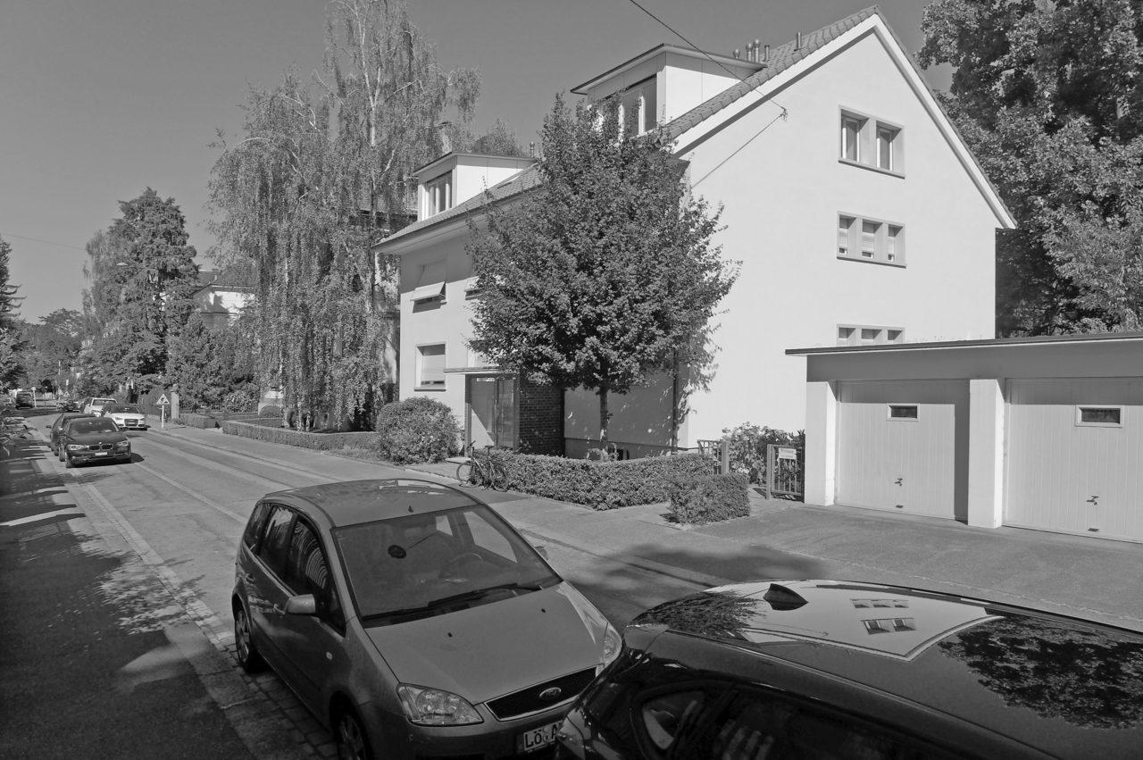 Strassenansicht nach Umbau / Dachausbau von Architekturbüro Forsberg in Basel