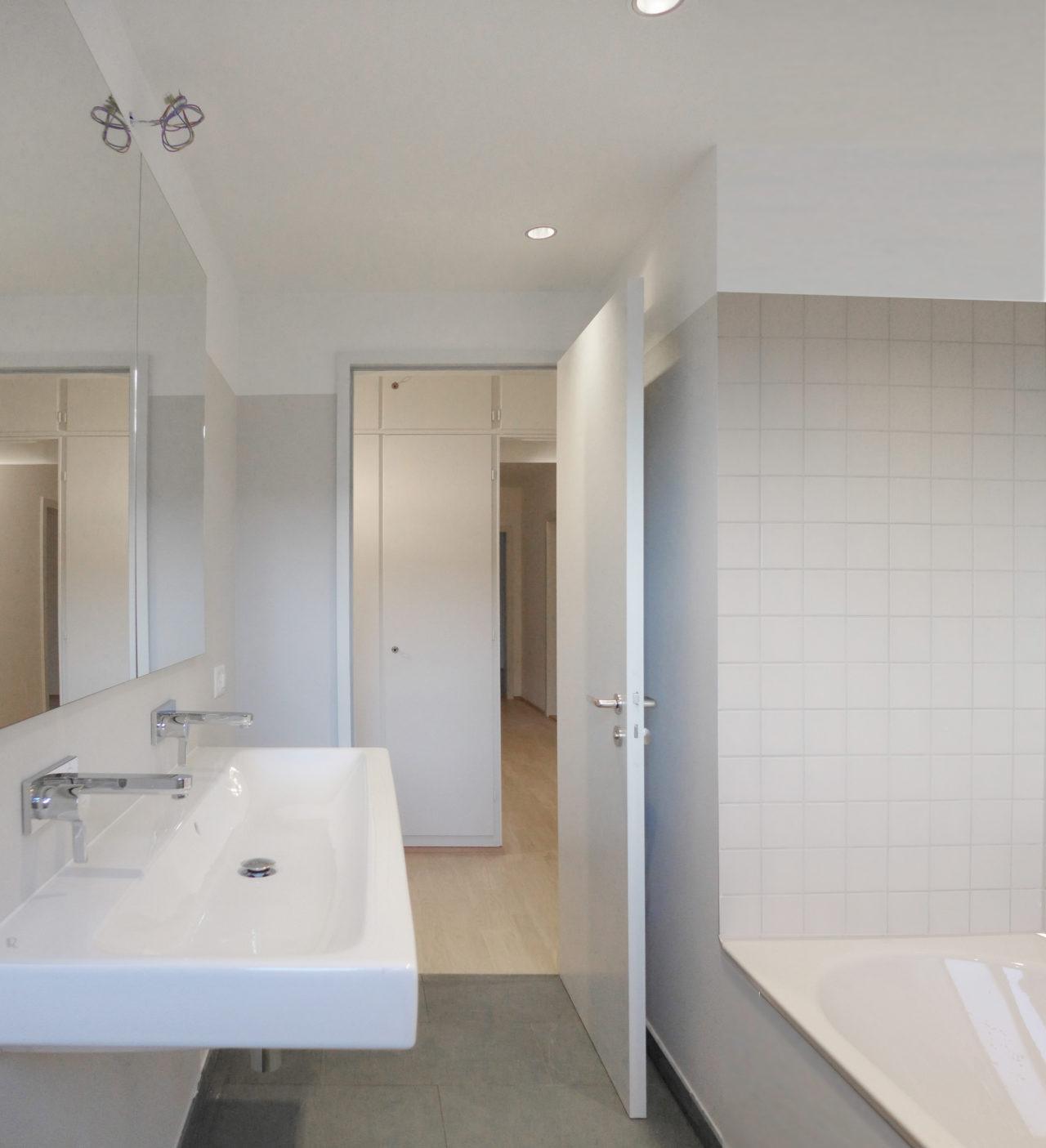 Bad im 1./2.Obergeschoss nach Umbau und Renovation von Architekturbüro Forsberg in Basel