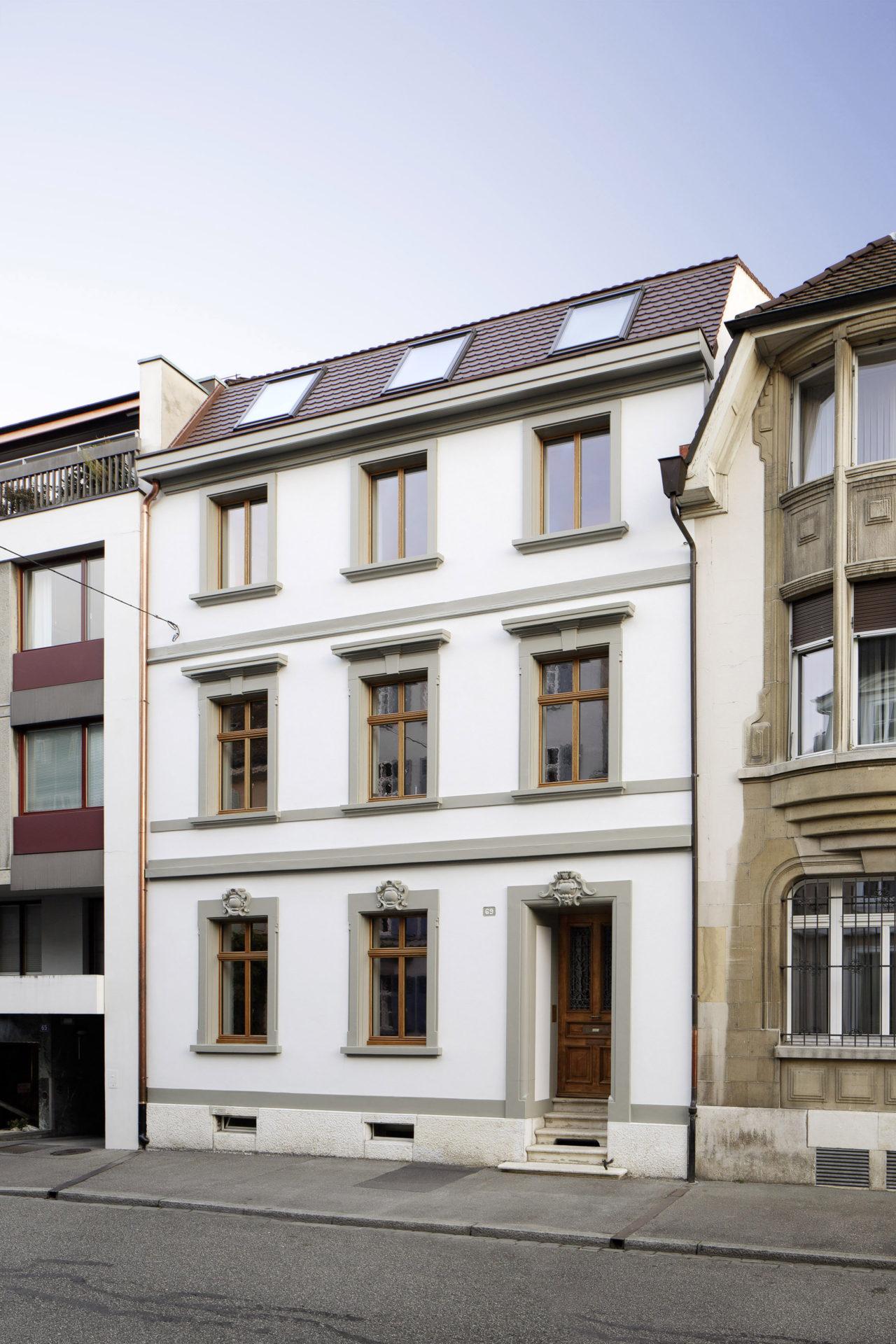 Strassenansicht nach Umbau und Ausbau (Dachausbau)von Architekturbüro Forsberg in Basel