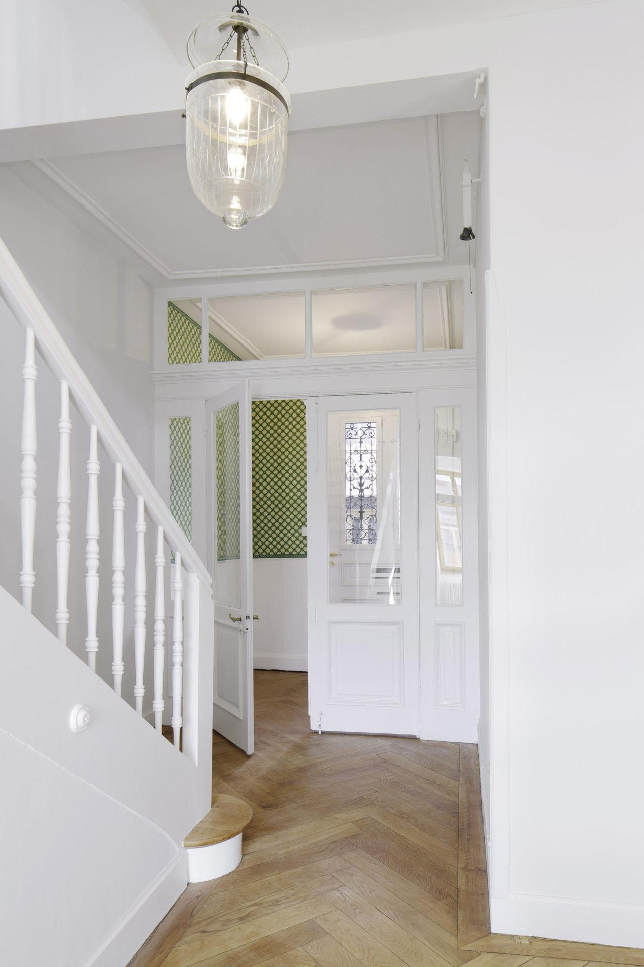 Eingang im Erdgeschoss nach Umbau und Ausbau (Dachausbau)von Architekturbüro Forsberg in Basel