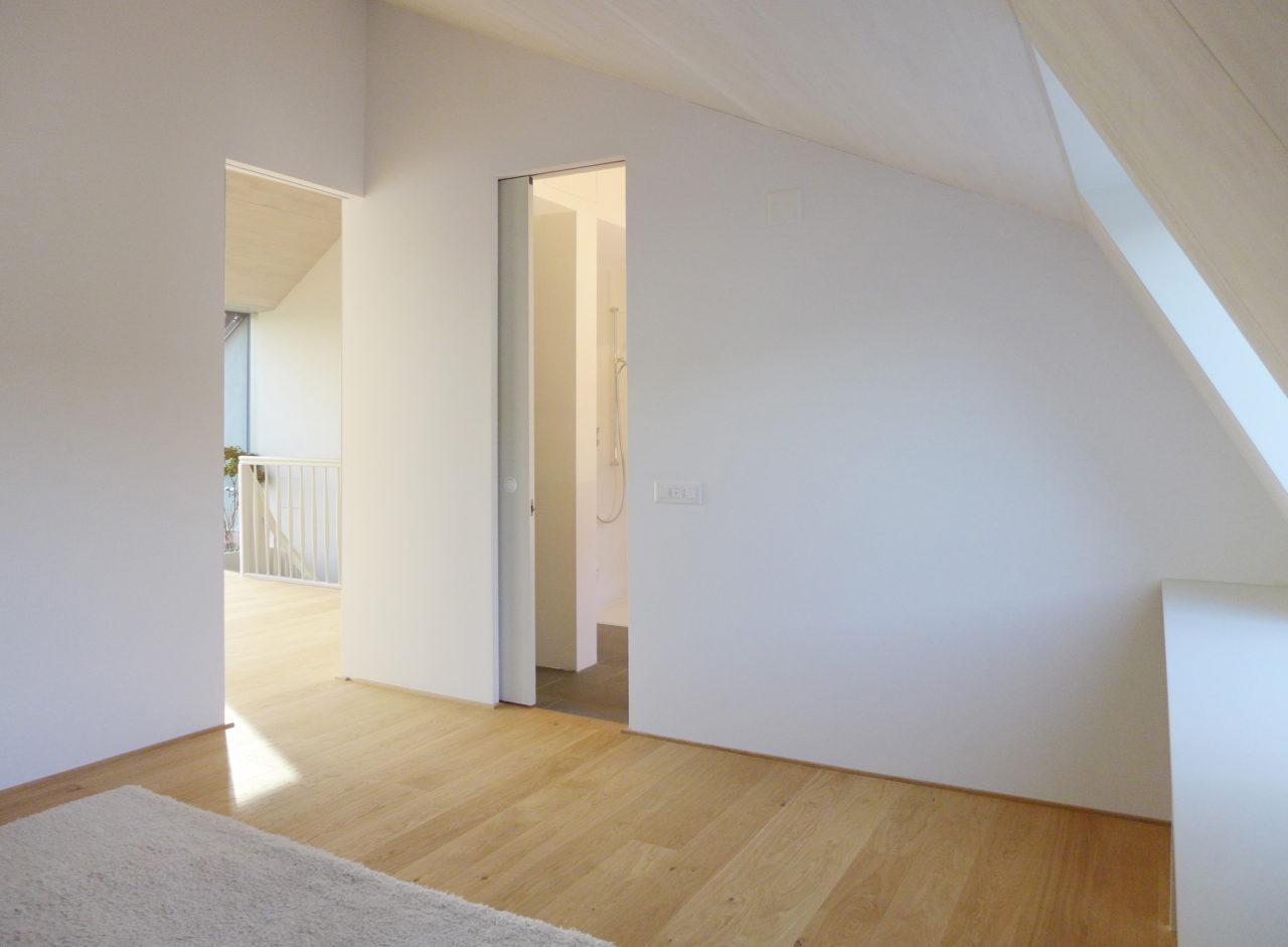 Schlafzimmer nach Umbau und Ausbau (Dachausbau)von Architekturbüro Forsberg in Basel